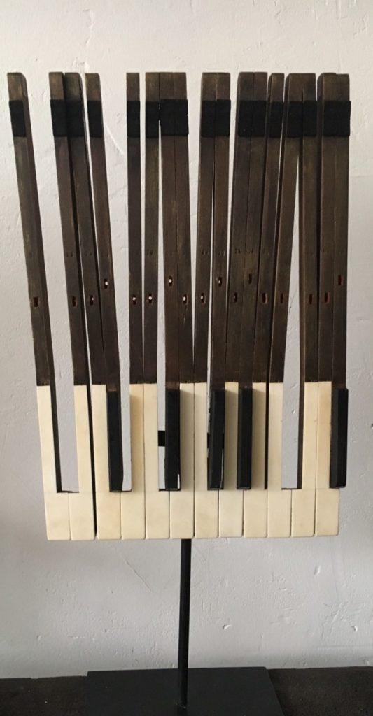 Fenêtre Piano touches de piano assemblées . 2017